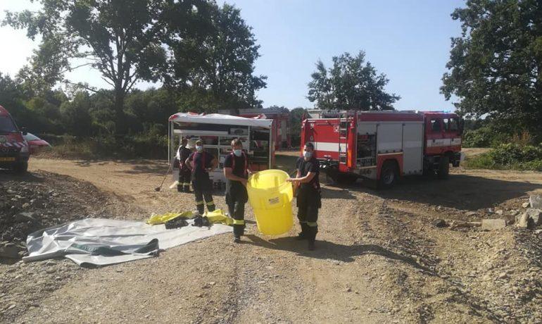 Nadační fond pomoci odměnil dobrovolné hasiče, kteří pomáhali v otrávené Bečvě