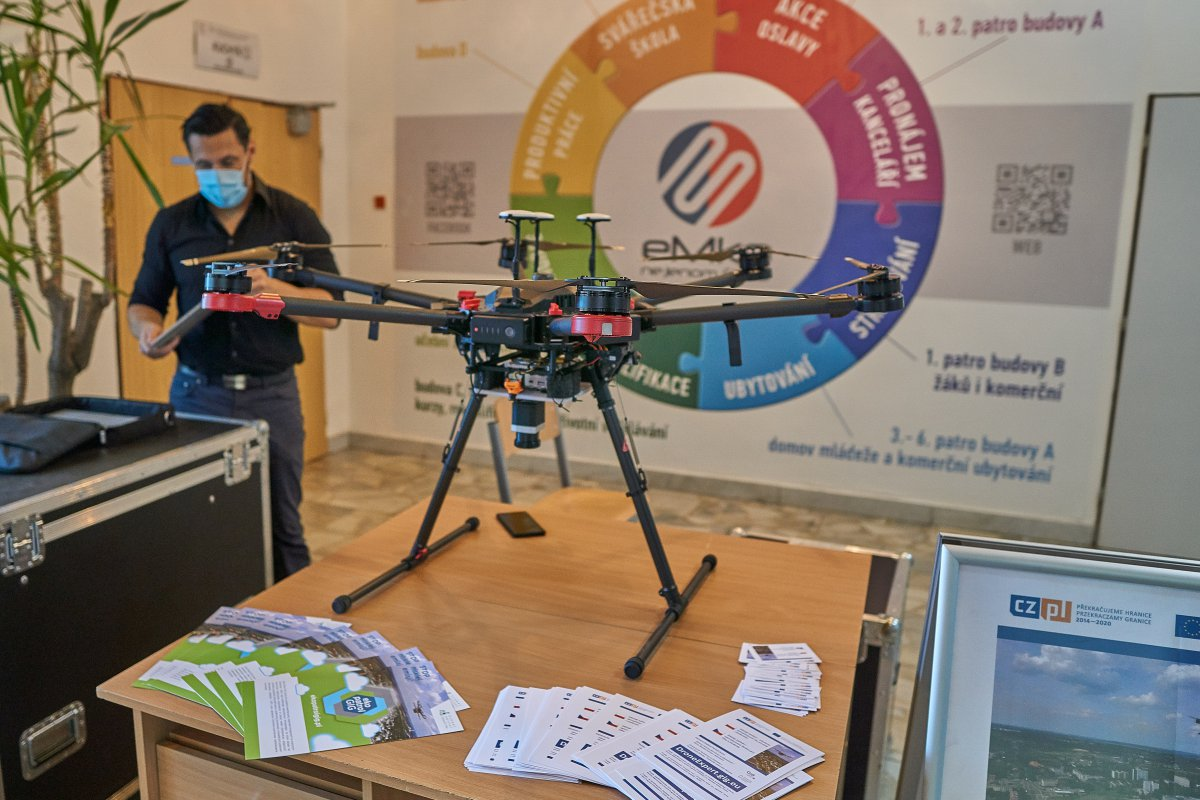 Průmyslová škola v Jeseníku otevírá kurz pro piloty dronů