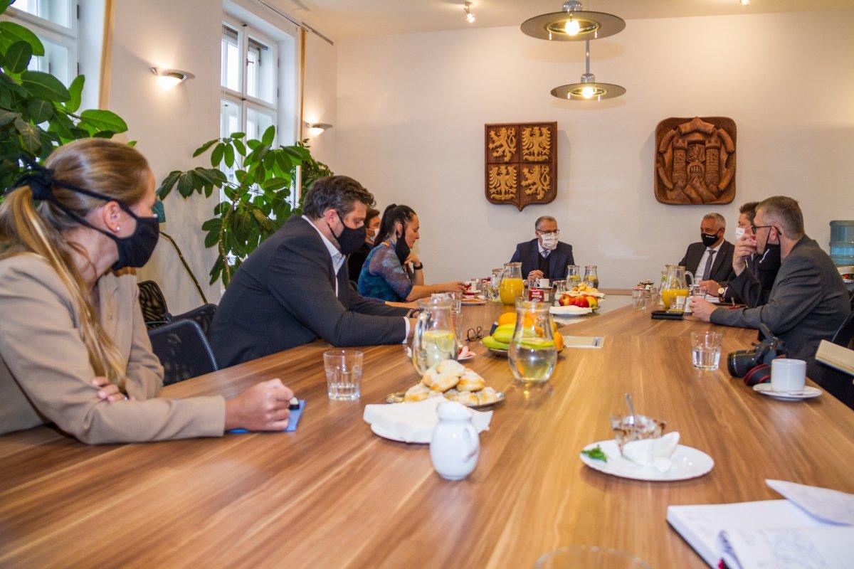 1. výjezdové zasedání kraje: hejtmanství propojí sever regionu s Bruselem