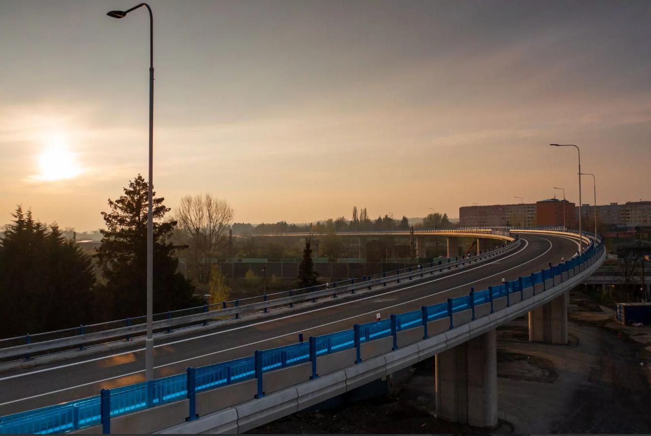 VIDEO: Estakáda je krásná stavba a její otevření je historickým dnem pro dopravu v Přerově, říkají odborníci z ŘSD